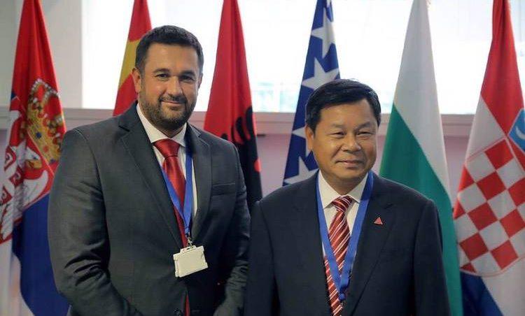 Na fotografiji se nalaze prof. dr Bojan Lalić i zamenik ministra obrazovanja gospodin Du Zhanyuan.